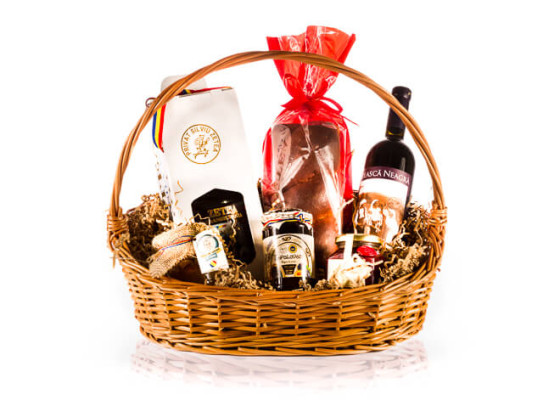 Cos-cadou-traditional-pentru-Paste-si-Craciun