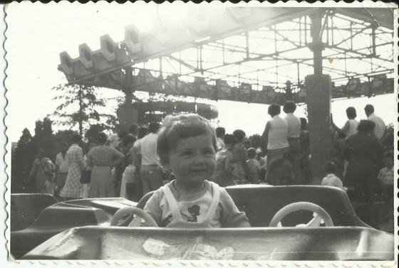 poza alb-negru oraselul copiilor