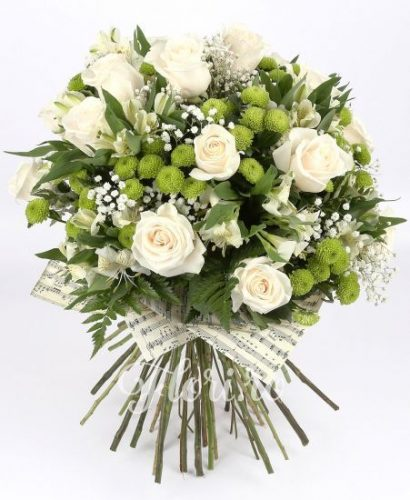buchet de flori trandafiri albi