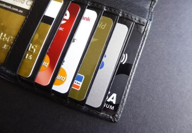 card de debit avantajos