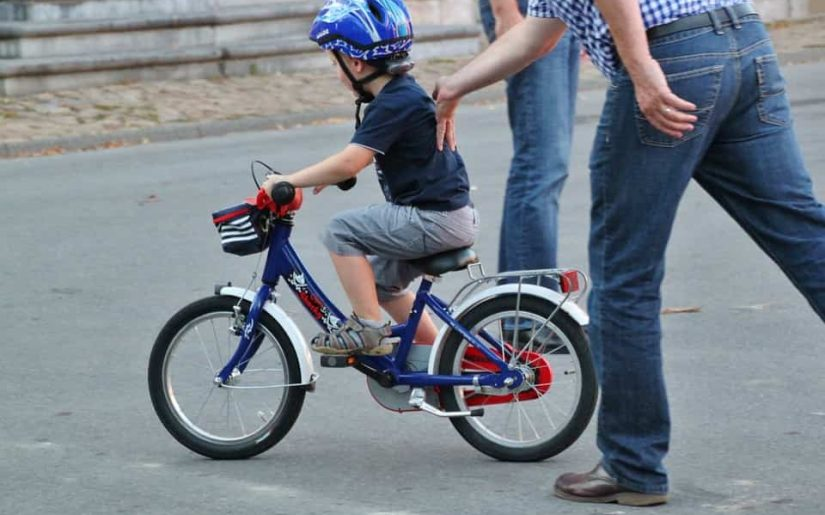 mers pe bicicleta copii