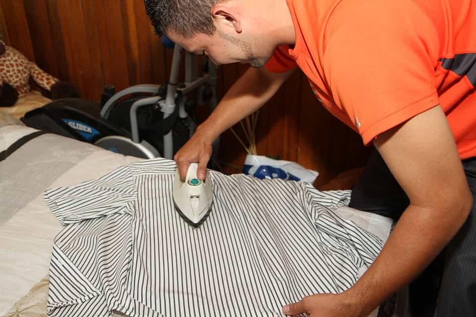 Cum să calci perfect o cămașă