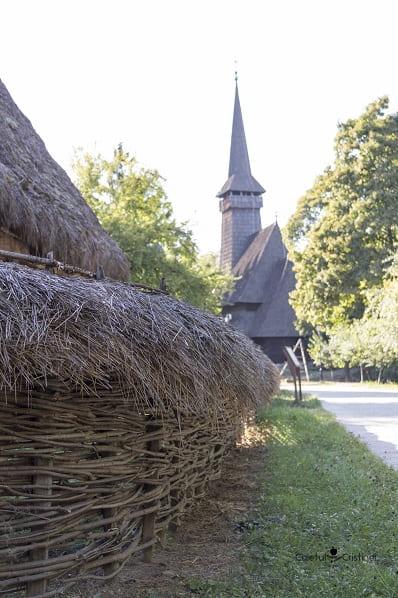 biserica muzeul satului