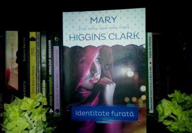 Identitate Furată, de Mary Higgins Clark