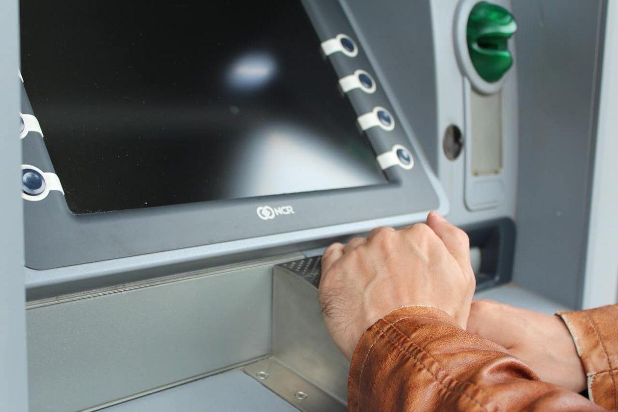 trimite bani prin ATM