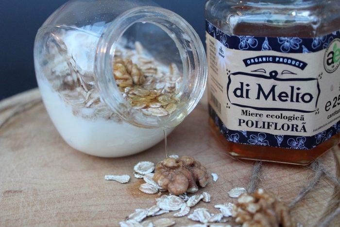 remediu constipatie iaurt, musli, miere
