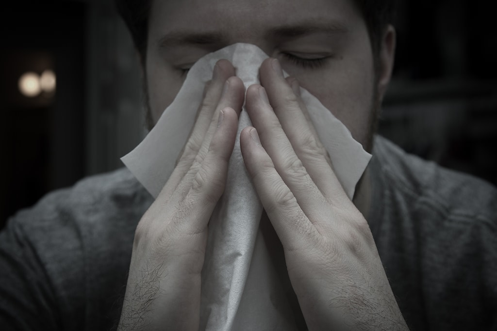 strănut alergie la praf