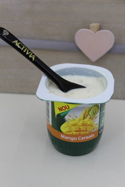 iaurt cu fructe la micul dejun
