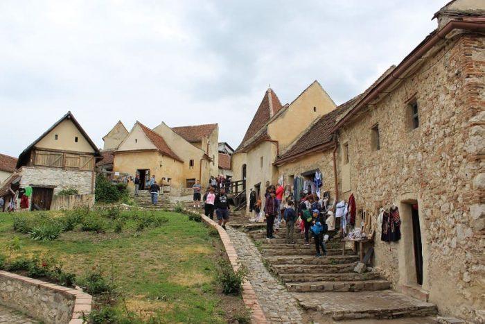cetatea Râșnov transformată în mall