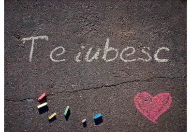 te iubesc scris pe asfalt