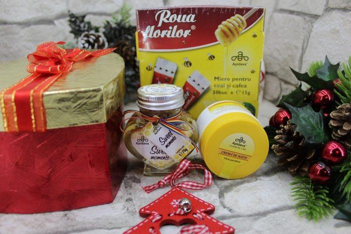cadou de Crăciun produse apicole - crema de maini, miere si miere cu nuca