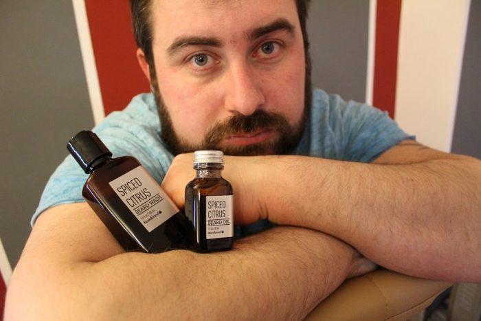 șampon și ulei pentru barbă Beardbrand Spiced Citrus pentru o barbă cu aspect îngrijit