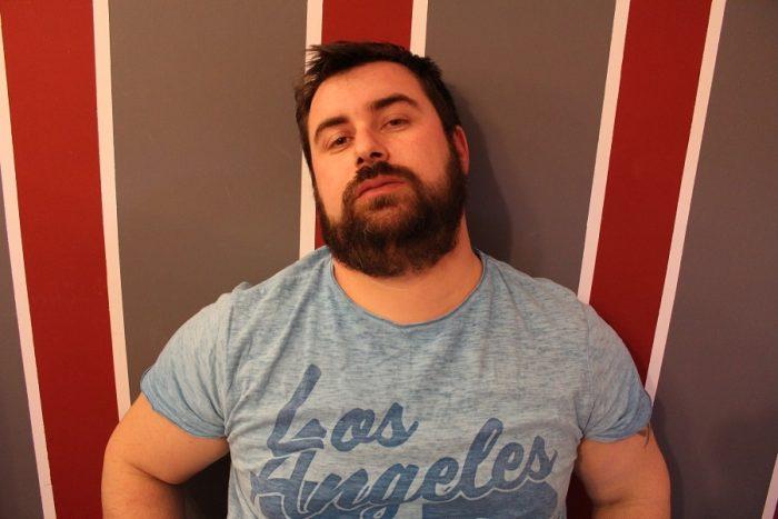 Bărbos barbă cu aspect îngrijit