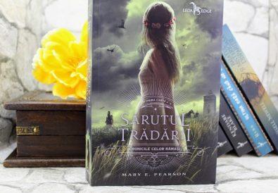 Sărutul trădării - Mary E. Pearson