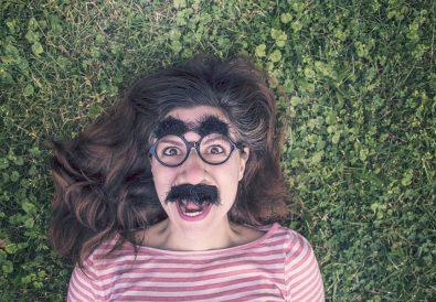 femeie cu mustață