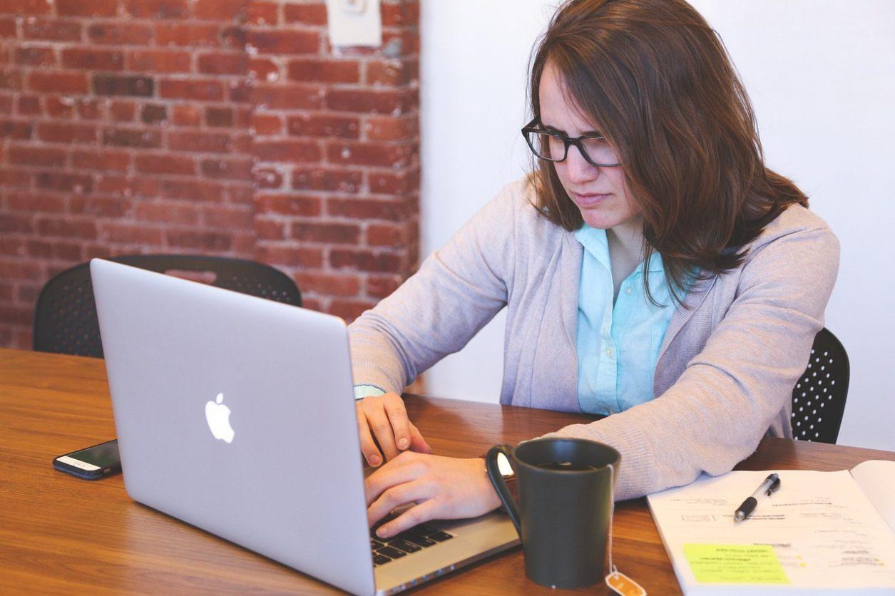 munca la laptop stres