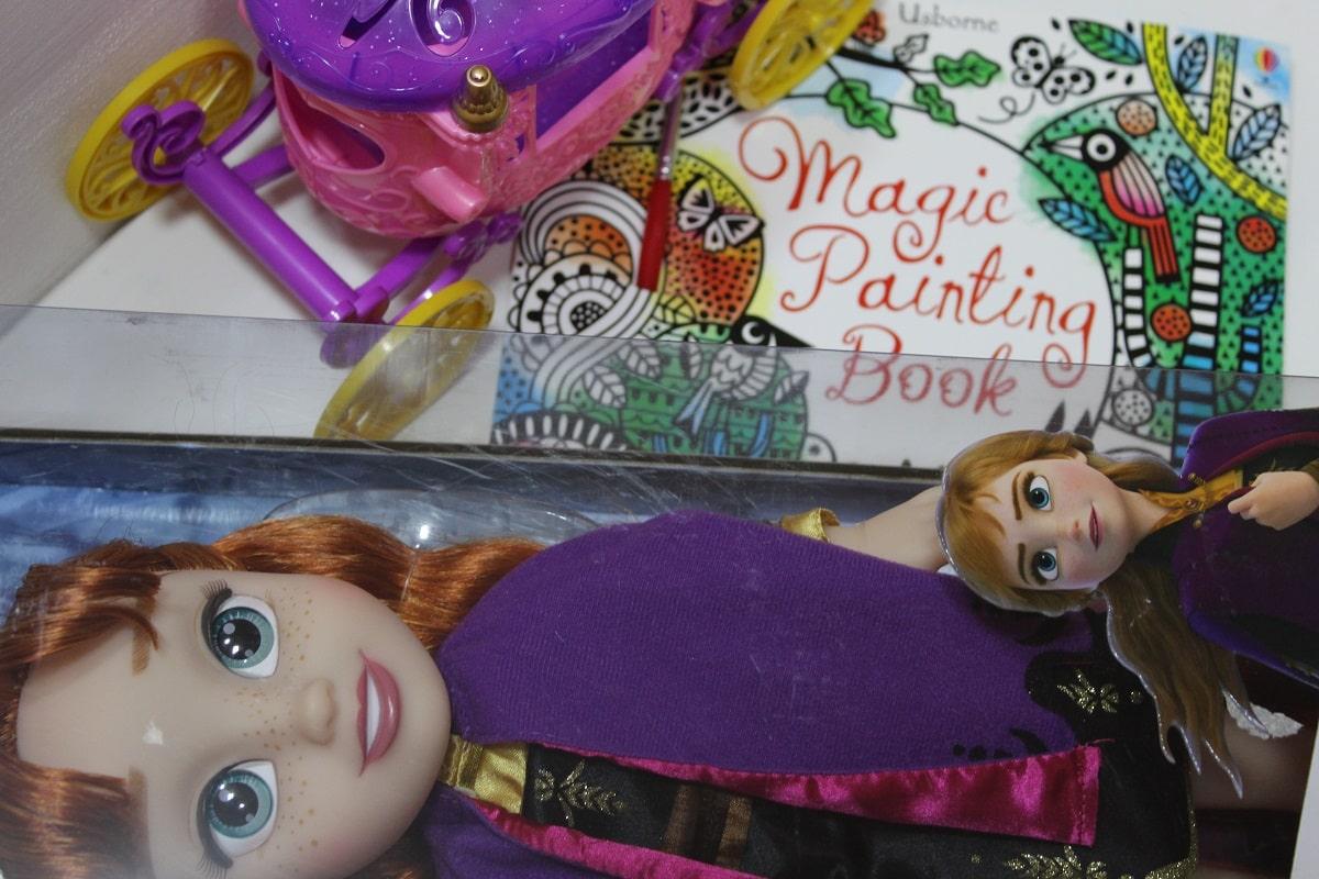 cadouri pentru copii jucarii de pe uak.ro - papușă Anna Frozen și carte Usborne