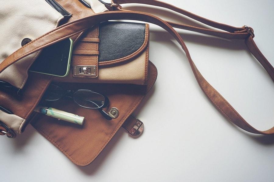 sfaturi pentru a păstra ordinea în geantă