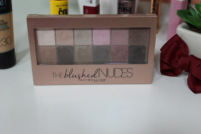 paleta farduri Maybelline The Blushed Nudes