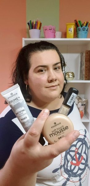 makeup ten gras cu produse machiaj Essence