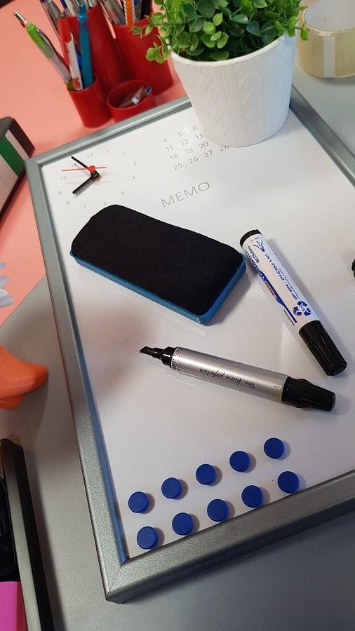 tablă magnetică și marker pentru tablă