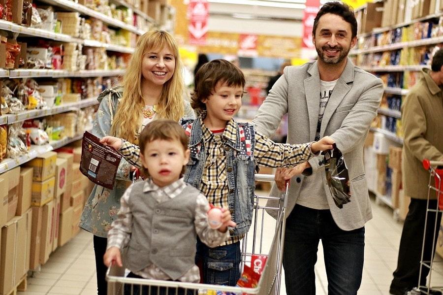 familie la cumparaturi