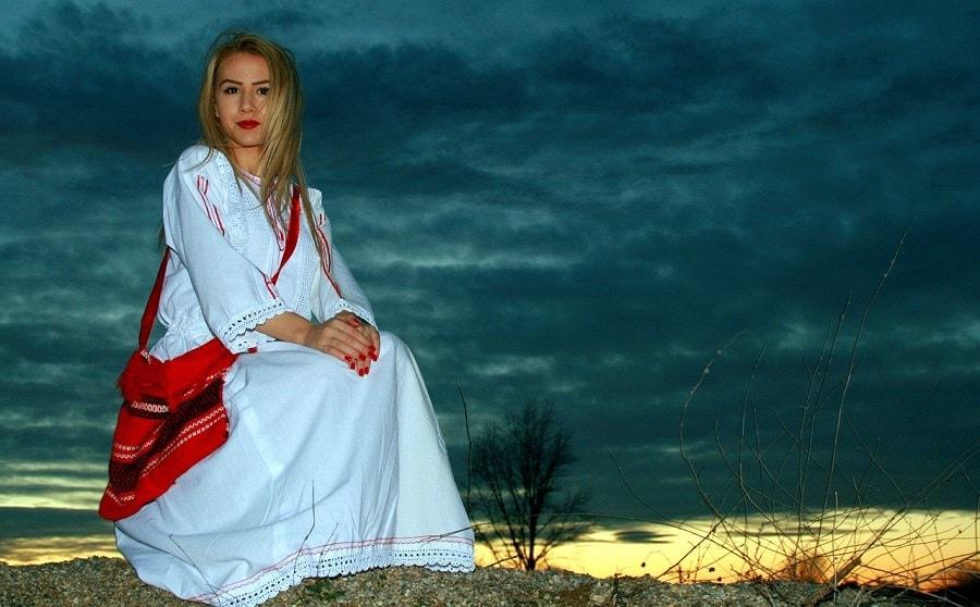 turirst în România costum tradițional românesc