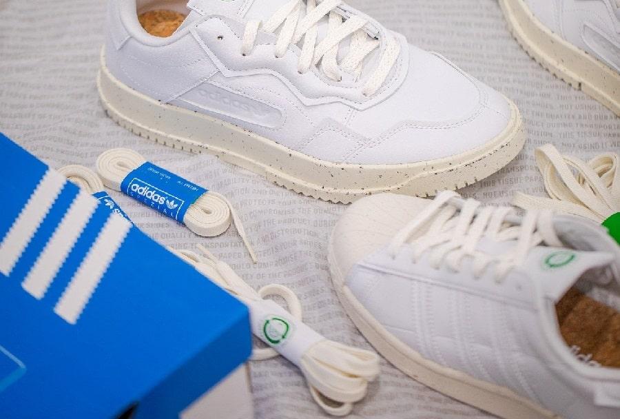 pantofi sport albi adidas