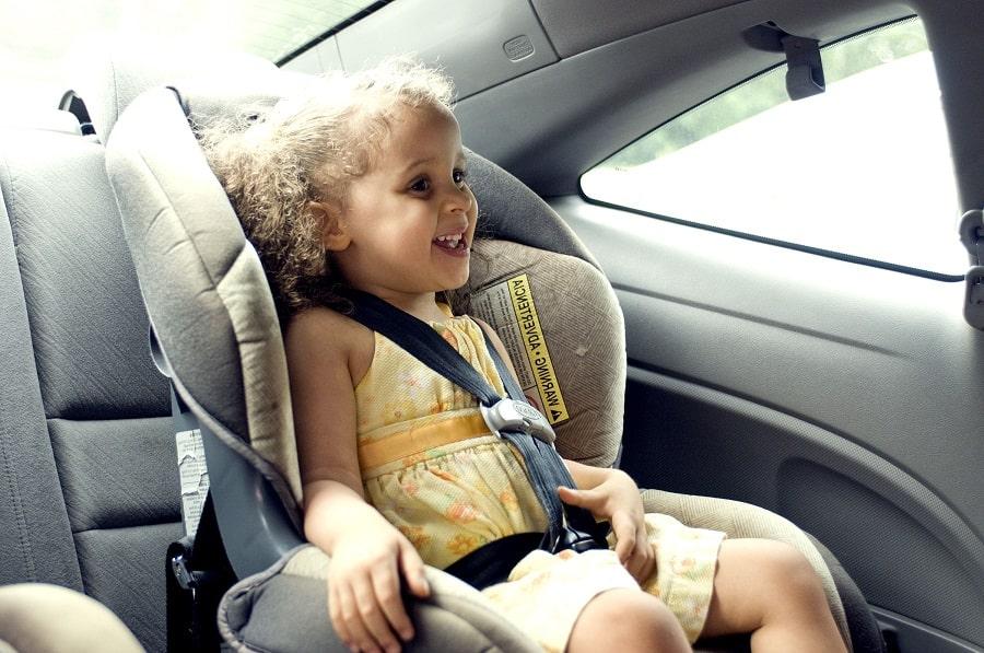 copil în mașină scaun auto
