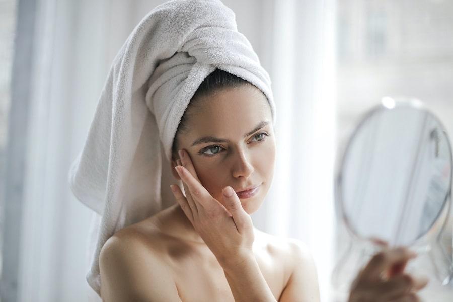 femeie în baie